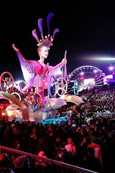 Go to the Nice Carnival – Carnaval de Nice Nice France, South Of France, Antibes, Juan Les Pins, Villefranche Sur Mer, French Outfit, Carnival Festival, Festivals Around The World, French Riviera