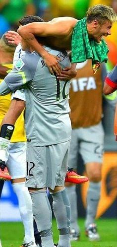 Neymar Jr Et julio cesar Fifa, Brazil Football Team, Football Soccer, Neymar Jr, Lionel Messi, Good Soccer Players, Football Players, Dani Alves, Soccer Quotes