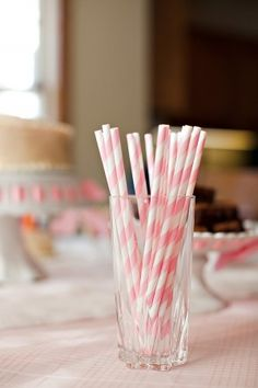 I love these striped straws. These would be so cute for a retro themed party... or just lying around the house when you're craving a milkshake. ;)