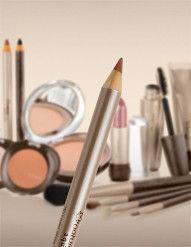Traço preciso e efeito aveludado, com textura macia e cor intensa. Pode ser usado para contornar os lábios ou como batom em lápis. Conteúdo: Lápis para os Lábios Boca 1,4g.  Benefícios:efeito aveludado como lápis ou batom.  Recomendado para:Mulheres.