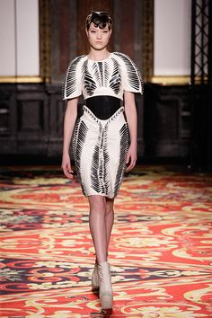 See all the Collection photos from Iris Van Herpen Spring/Summer 2013 Couture now on British Vogue Vogue Fashion, Dark Fashion, Fashion Week, Fashion Show, Fashion Design, Weird Fashion, Fashion Details, Fashion Fashion, Street Fashion