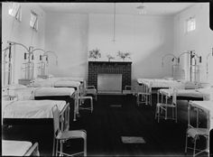 008573PD: In the ward of the new Memorial Wing of Northam Hospital, opened 11 February 1923.  http://encore.slwa.wa.gov.au/iii/encore/record/C__Rb2941139__Smemorial%20wing%20of%20northam__Orightresult__U__X6?lang=eng&suite=def