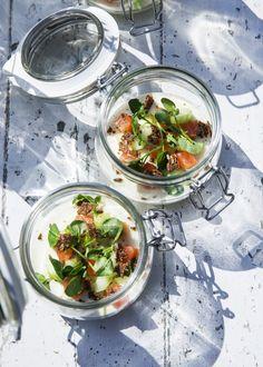 Røget laks med blomkålscreme Tapas Recipes, Side Recipes, Appetizer Recipes, Real Food Recipes, Cooking Recipes, Healthy Recipes, Recipies, Appetizers, Yummy Eats