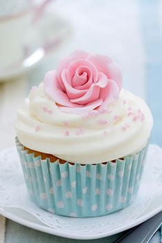 Simple rose cupcake. So pretty.