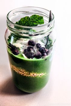 Tales of a Kitchen / Mint ginger and citrus green smoothie