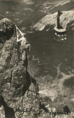 Mężczyzna wspina się na Kasprowy Wierch