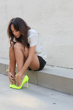 Neon heel shoes !