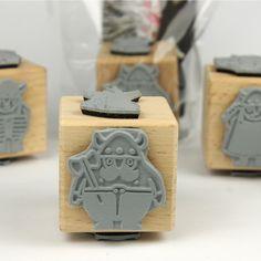 4 süße Motive aus der herzensart Wikingerwelt    Größe: Die Stempelplatten sind auf Buche Holzwürfeln (4cm) montiert