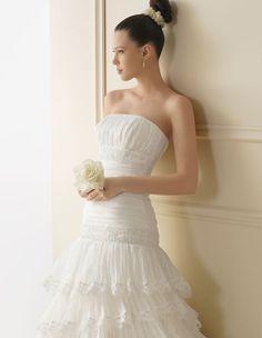 155 IRUN   Wedding Dresses   2012 Collection   Luna Novias (close up)