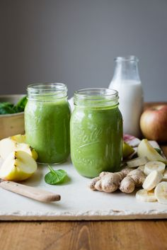Ginger Smoothie Recipe - Apples and ginger make the perfect combo in this ginger smoothie recipe. Besides being absolutely delicious, apples and ginger also provide a fantastic combination of health benefits that have been shown to reduce the risk of cancer #SimpleGreenSmoothies #smoothie #green #healthyliving