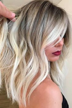 67 platinum blonde hair shades and highlights for 2019 2 Winter Blonde Hair, Blonde Hair Shades, Blonde Wavy Hair, Dark Red Hair, Platinum Blonde Hair, Blonde Balayage, Short Blonde, Silver Blonde, Blonde Ombre