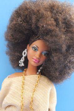 Beads, Braids and Beyond: Natural Dolls Rock! African Dolls, African American Dolls, Natural Hair Art, Natural Hair Styles, Original Barbie Doll, Side Cornrows, Beautiful Barbie Dolls, Black Barbie, Black Women Art
