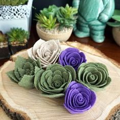 Felt succulents tutorial for all your rustic centerpieces and bouquets as seen… Handmade Flowers, Diy Flowers, Fabric Flowers, Paper Flowers, Wedding Flowers, Bouquet Wedding, Blue Flowers, Felt Flowers Patterns, Felt Crafts Patterns