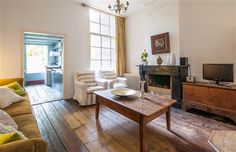 Kerkstraat II.  With its central location and close proximity to the Van Gogh Museum and myriad of antique shops, the Kerkstraat II apartment is the perfect base from which to explore.