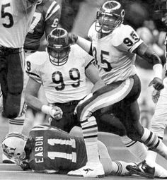 Dan Hampton gets up after his shared sack with Otis Wilson Richard Dent celebrates his teammates sack. Chicago Bears Pictures, Bear Photos, Football Pictures, 1985 Chicago Bears, Chicago Bears Super Bowl, Bears Football, Football Memes, College Football, American Football League