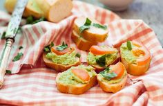 Avocado stands in for cheese in this simple, elegant appetizer. - Avocado stands in for cheese in this simple, elegant appetizer. Avocado Bruschetta Recipe, Avocado Recipes, Avocado Ideas, Clean Eating Snacks, Healthy Eating, Diet Recipes, Healthy Recipes, Diet Meals, Elegant Appetizers