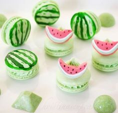 18 Gourmet- und so süße Makronenideen - macarons NOT MACAROONS there's only one o, jeez - Fun Desserts, Delicious Desserts, Dessert Recipes, Yummy Food, Dessert Original, Cupcake Cakes, Cupcakes, Cute Baking, Macaroon Cookies