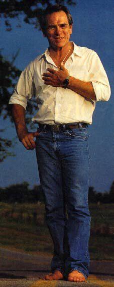 Oooooh Baybee... Tommy Lee Jones ... still got a rockin' body !!!