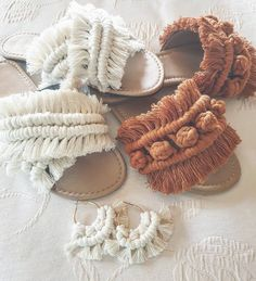 Boho Chic Casual And Party Wear Shoe Styles - Bohemian Shoes / Sandals Macrame Art, Macrame Design, Macrame Projects, Crochet Projects, Bohemian Style, Boho Chic, Casual Chic, Bohemian Shoes, Bohemian Fashion