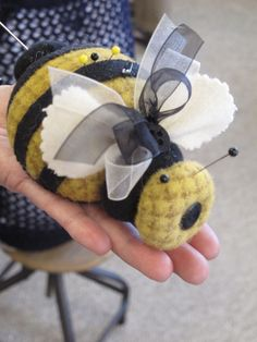 My sister Debbie Busby from Wooden Spool Designs designed this cute little Bumble Bee pincushion <3