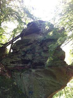 Da war ich schon: Predigerstuhl in Luxemburg Felsvorsprung über der Strasse (CR364)