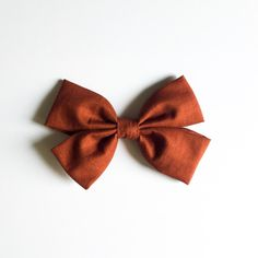 Hair Bows for Girls, Hair Bows for Baby Girls, Hair Bows for Toddlers, Fabric Bow Headband, Fabric Bows for Girls, Baby Girl Clothes, Baby Girl Gift, Baby Girl Accessories //Holly Bow in Rust. You know those beautiful moments, when you look at a capture of your child and you're instantly brought back to that moment. The laughter, the adventure, that sweet smile. Here at Boss Babe Clothing we know that one day you will look back on these treasured memories & we absolutely love being a part…