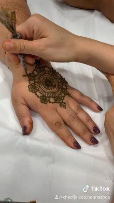 Applying a henna body art design that is mandala inspired. How to draw henna designs. Applying a henna body art design that is mandala inspired. How to draw henna designs. Henna Hand Designs, Small Henna Designs, Henna Tattoo Designs Simple, Latest Henna Designs, Basic Mehndi Designs, Mehndi Designs For Beginners, Mehndi Designs For Fingers, Mehndi Designs For Hands, Arabic Mehndi Designs Brides