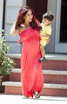 Snooki managed to hold her toddler Lorenzo despite her sprouting belly while leaving her house in New Jersey on July 28, 2014. What a doting mama!Like us on Facebook?