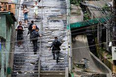 Resultados de la Búsqueda de imágenes de Google de http://lh6.ggpht.com/pineiroveiga/SQjG81CCaKI/AAAAAAAAB0Y/bzH9K3S6fr8/escalier_Favela_JR_usure.jpg