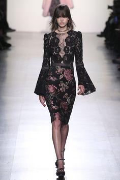 http://www.vogue.com/fashion-shows/fall-2017-ready-to-wear/tadashi-shoji/slideshow/collection