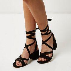 Zwarte zachte sandalen met hak en bandjes