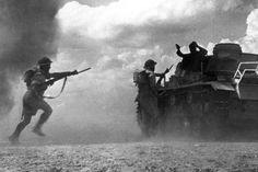 Two soldiers belonging to the Commonwealth and Allied forces aim at a German soldier surrendering atop his tank 25 October 1942 as a sandstorm clouds the battlefield at El Alamein Photo: AFP Panzer Iii, Ww2 Photos, Iconic Photos, Photographs, India In World, Afrika Corps, North African Campaign, No Mans Land, British Soldier
