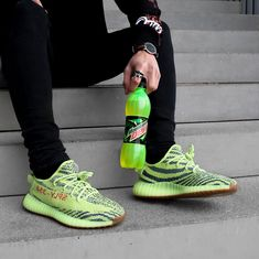 "4c043bd51752e adidas YEEZY Boost 350 V2 ""Semi-Frozen Yellow"" Frozen Outfits"