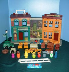 Was my favorite toy as a kid!!!! . Fisher Price Little People #938 Sesame St. House w/RARE chalk and eraser!