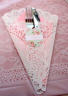 Love this wedding table idea! Match your wedding color-scheme with a paper and wrap your utensils with it and a doily for a vintage rustic look.