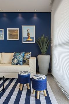 Tapete com listras azuis e persiana de tecido de marcia debski ferreira - 133887 no Viva Decora Living Room Paint, Living Room Colors, Living Room Sofa, Living Room Decor, Living Room Color Combination, Small Room Bedroom, Living Room Lighting, Colorful Decor, Home Renovation