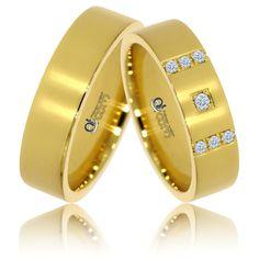 Pentru a conferi acestei perechi elegante, cu design simplu, un plus de stralucire, maestrii bijutieri Atcom au aplicat finisaje lucioase. Aur, Slip On, Engagement Rings, Sandals, Allah, Shoes, Design, Fashion, Jewelry Logo