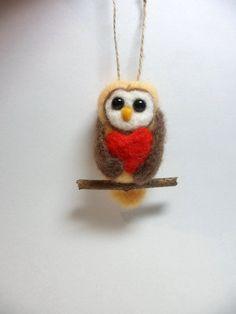 Miniatuur naaldvilten uil hanger met hart door Creadivacreations