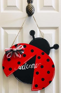 15 Wooden Ladybug Painted with Acrylic Paint, and Finished with a Satin Varnish, Welcome Door Hanger/Wreath Alabama Door Hanger, Clothes Pin Wreath, Ladybug Crafts, San Antonio, Wood Wreath, Wood Animal, Summer Crafts, Pallet Projects, Door Hangers