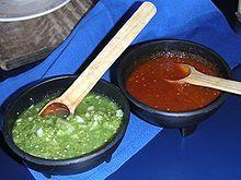 Algo que no puede faltar en nuestra gastronomía; algo típico, fundamental y delicioso: Las salsas, aquí sólo 2 de ellas, guacamole (mezcla de salsa verde con aguacate) y la de pasilla o guajillo, ambas deliciosas, complemento sobre todo de los típicos antojitos mexicanos.