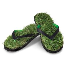 The Fescue Flip Flops from @hammacher would be a fun gift for a barefoot gardener!  Photo: Hammacher Schlemmer