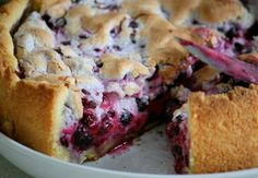 Pie with currants (desser recipe recipes, cake) Pie Recipes, Cooking Recipes, Good Food, Yummy Food, Sweet Bakery, Russian Recipes, Deserts, Food And Drink, Baking