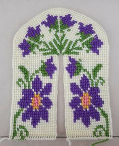 Crochet Slippers, Pot Holders, Knitting, Embroidery Stitches, Blue Prints, Hand Embroidery, Hands, Hot Pads, Tricot