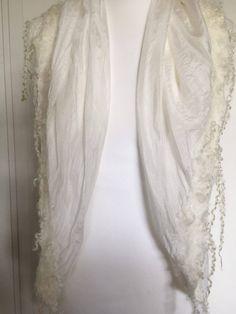 Handgemaakte gevilte zijden sjaal gevilt met wol en Wensleydale krullen stola bruids omslagdoek bruiloft bruidsmode. Kerst, Christmas. door SchaapenVacht op Etsy