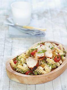 Σαλάτα με βίδες, κοτόπουλο, ντομάτα και ρόκα #μακαρονοσαλάτα Pasta Salad, Camembert Cheese, Salads, Food Porn, Yummy Yummy, Ethnic Recipes, Greek, Vinegar, Crab Pasta Salad