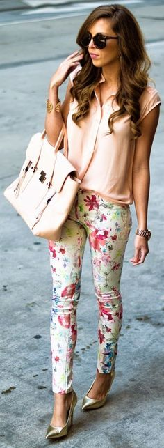 Getting my hands on floral pants soon! Spring Denim Top Street Style Looks Floral Pants Neutral Blouse Inspirational Outfit. Spring Fashion Trends, Spring Summer Fashion, Spring Outfits, Spring Style, Spring Dresses, Spring Wear, Spring Clothes, Ootd Spring, Fashion Fall