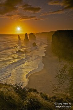 Sunset in 12Apostle, Victoria - Australia Victoria Australia, Vic Australia, Wonderful Places, Beautiful Places, Beautiful Sunrise, Beautiful World, Beautiful Landscapes, Mother Nature, Places To See