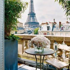 Bonjour, Paris! Wishing we were here right now.
