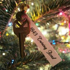 Ornament-made-from-House-Key So sweet. Your first house key as an ornament for when you move. You can remember all the great memories you had every year! We have a new key ornament this year! Christmas Time Is Here, Noel Christmas, Little Christmas, Winter Christmas, Winter Holidays, All Things Christmas, Holidays And Events, Xmas, Christmas Ideas