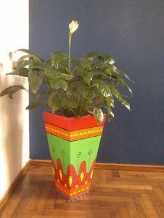 macetas de cemento conicas - Buscar con Google Painted Clay Pots, Painted Flower Pots, Painted Vases, Hand Painted, Mosaic Flower Pots, Mosaic Pots, Ceramic Pots, Terracotta Pots, Clay Pot Crafts